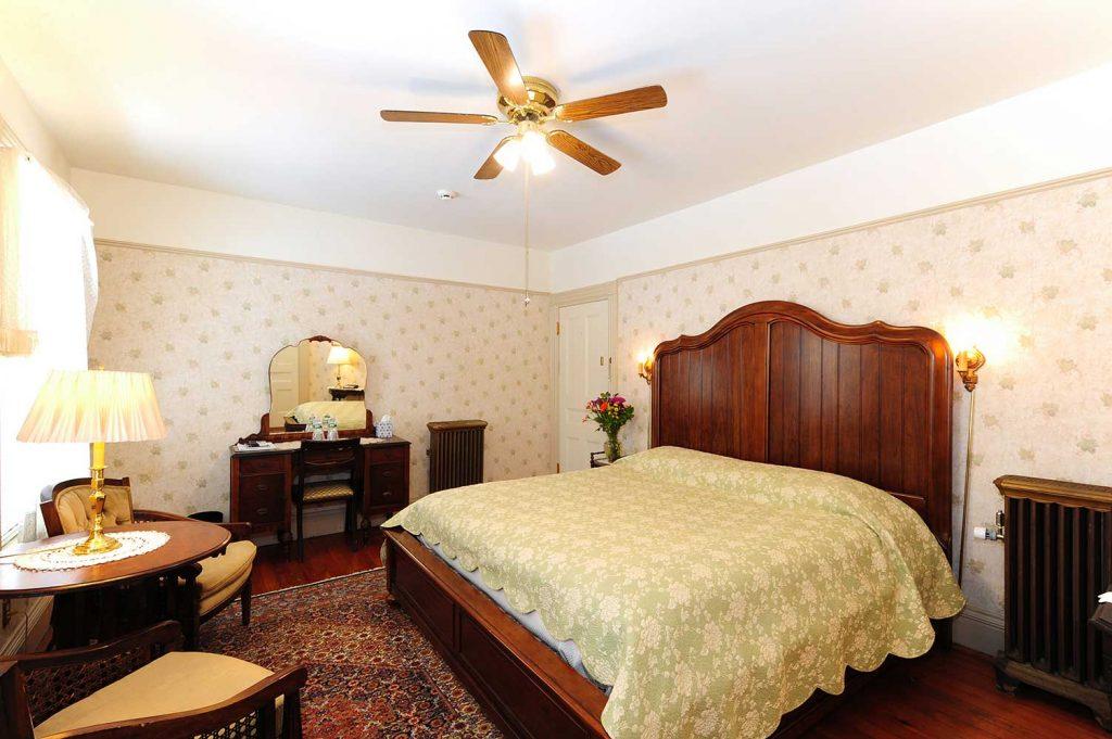 Wainwright Inn B & B - berkshires MA - king bed